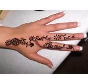 Pakistan Cricket Player Finger Henna Designs